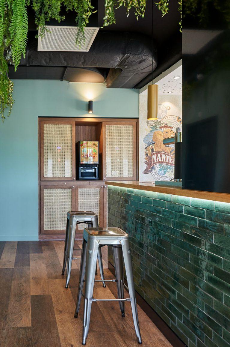 Entre deux visites de Nantes, relaxez-vous dans notre espace bar.