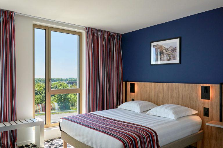 Découvrez le confort et la luminosité de nos chambres.