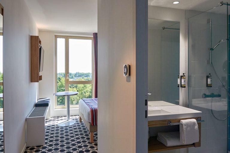 Découvrez nos salles de bain avec douche, sèche-cheveux et produits d'accueil.
