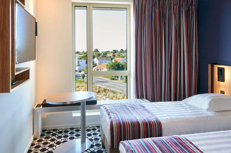 Notre hôtel Akana Aéroport vous propose des chambres twin lumineuses.