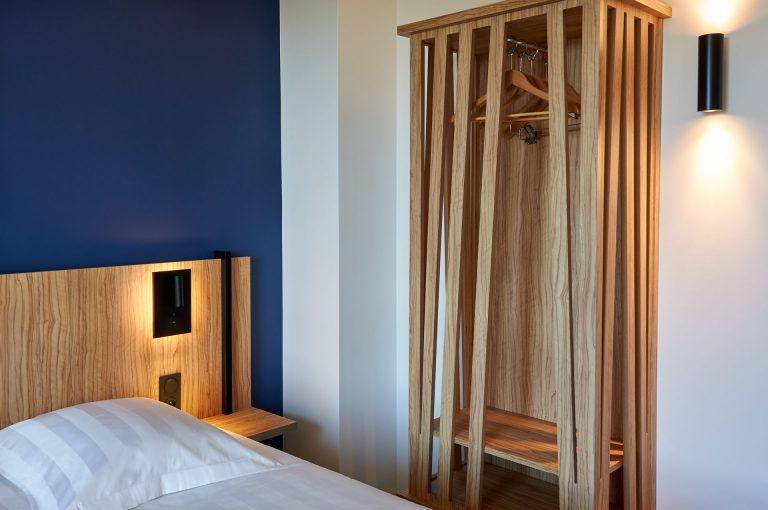 Découvrez le charme et le confort des chambres de l'hôtel Akena Nantes Aéroport.